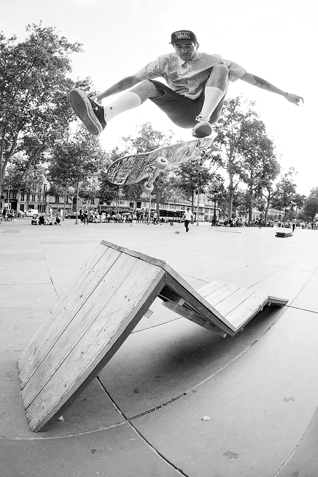 MikeAnderson_KickflipIntoBank_PhotoCoulthard_0X9A3382
